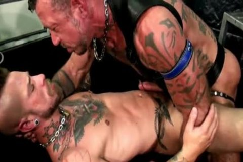 Ray And Cylus - Two Heavily Inked men poke Like Real men - unprotected!