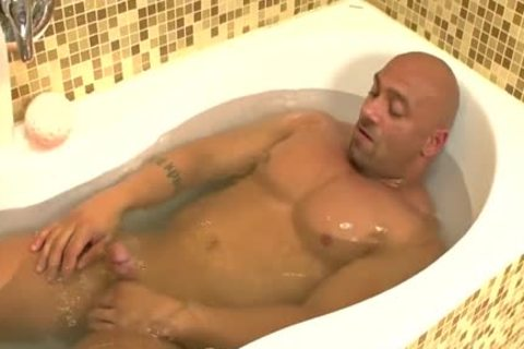 Randy Jerks Off In Bathtub