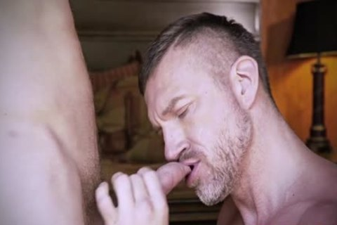 Muscle Daddy butthole hammer With penis juice flow