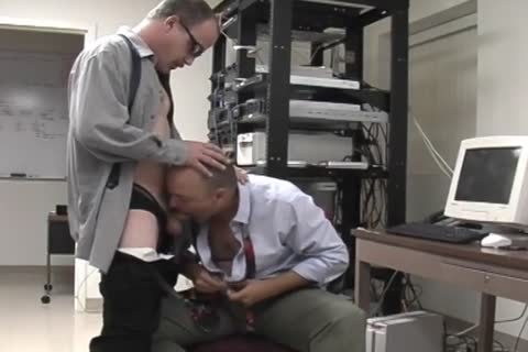 Junior And David have a joy A oral-sex-job In The Office