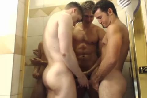4 handsome boyz Hottest Blowjobs In Shower