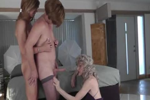 Crossdresser 3some - Lesson 1