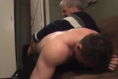 Hunk With Bubble wazoo gets A thrashing