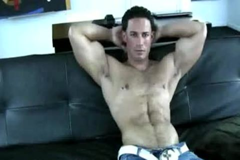 Muscle man Solo Jerking