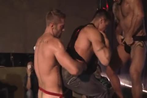 pumped up Hunks Live Show