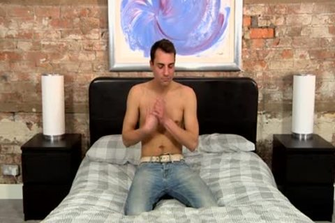 Hidden cam Straight Frenchman Reluctantly agrees To Mutual Jerkoff ...