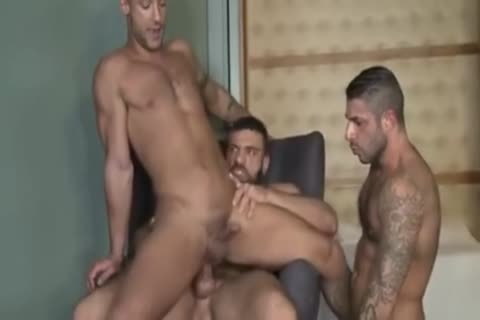 Bareback3some With double penetration