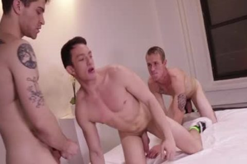 Muscle homosexual trio And Creampie
