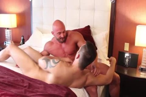 Muscle Bodybuilder sex-dildo And cream flow