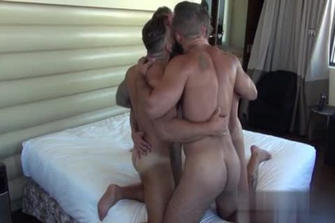 Muscle Bear oral-job sex With cumshot