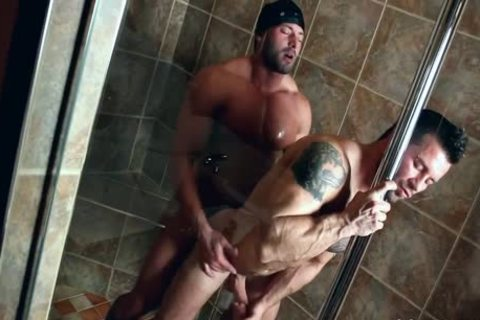 This Lad Invites His Ally In The Shower!