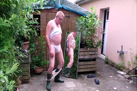 Genuine Exhibitionist Shows His underclothing And greater quantity (part 1).mp4