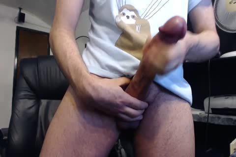 Monster cock Cums On cam (it's massive)