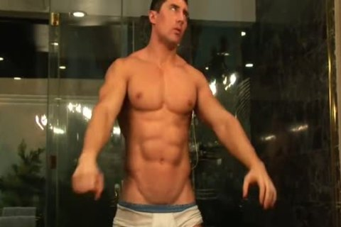 Muscle man Cums In Shower