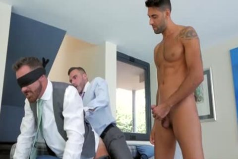 Muscle homo threesome With cumshot