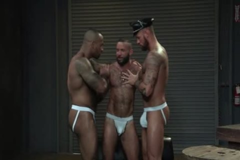 Muscle Bear 3some And sperm flow