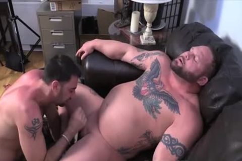 Muscle Bull oral sex-service
