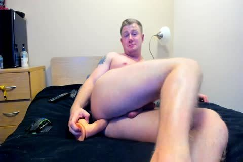 beefy British man Plays With His hole