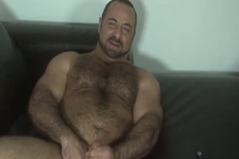 HubxDaddy beefy muscular Bear Daddy