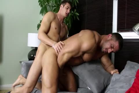 A dick-Hungry Bodybuilder Bottoms