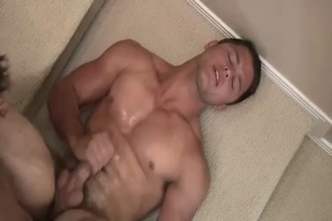 Muscle dude fucks another dude