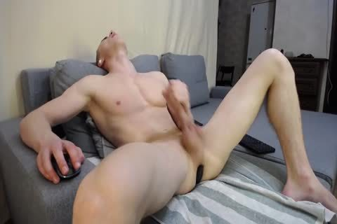Muscled twink Eric With large penis Masturbates On Chaturbate