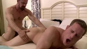 IconMale - DILF Max Sargent escorted by Tommy Regan rimjob