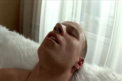 sleazy blonde with dirty body makes himself cum